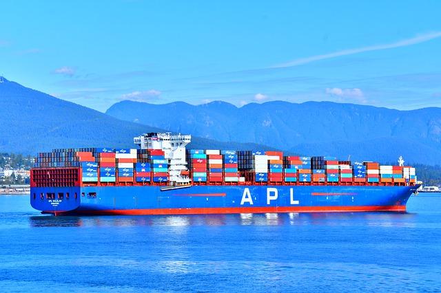 barco-carguero-contenedores-mercancia-importar-productos-argentina