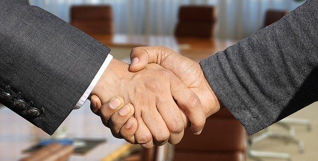 shaking hands 3091906 640