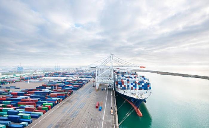 importacion-barco-contenedores-a-colombia