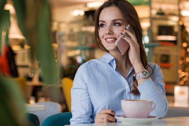hablando-por-telefono-linea-movistar