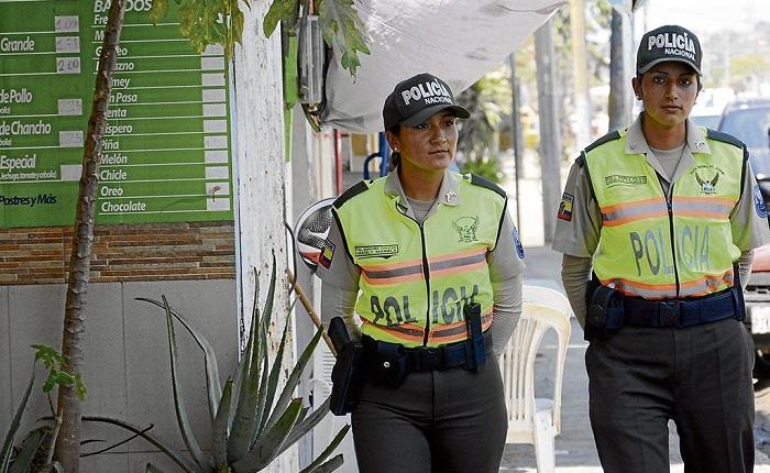 certificado de no pertenecer a la Policia Nacional de Ecuador